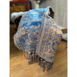 paisley-decke-schal-sofadecke-reisedecke-indischedecke-moskitoo.india-kult-blau-beiges